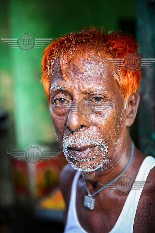Keshem.<br /> <br /> It is very common in Bangladesh to see older people with dyed orange hair, men with orange beards or orange moustaches and women with orange hair. The dye used is from the flowering Henna plant. The practice comes from the widely held belief that the Prophet Muhammad dyed his beard and hair. It is also common among people returning from Hajj. Some Muslims believe that henna is the only dye they are free to use for colouring their hair.
