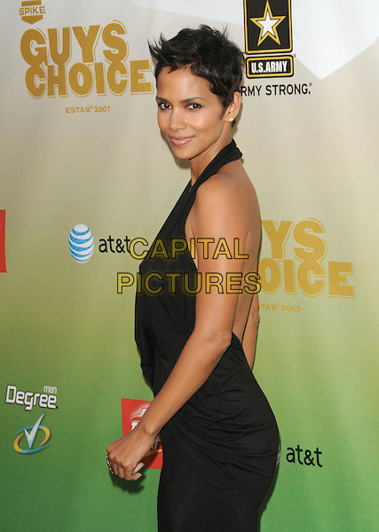 HALLE BERRY .at The 2009 Spike TV Guy's Choice Awards held at Sony Picture Studios in Culver City, California, May 30th 2009.                                                                     .half length halterneck black dress gold necklaces draped side back over shoulder .CAP/DVS.©Debbie VanStory/RockinExposures/Capital Pictures