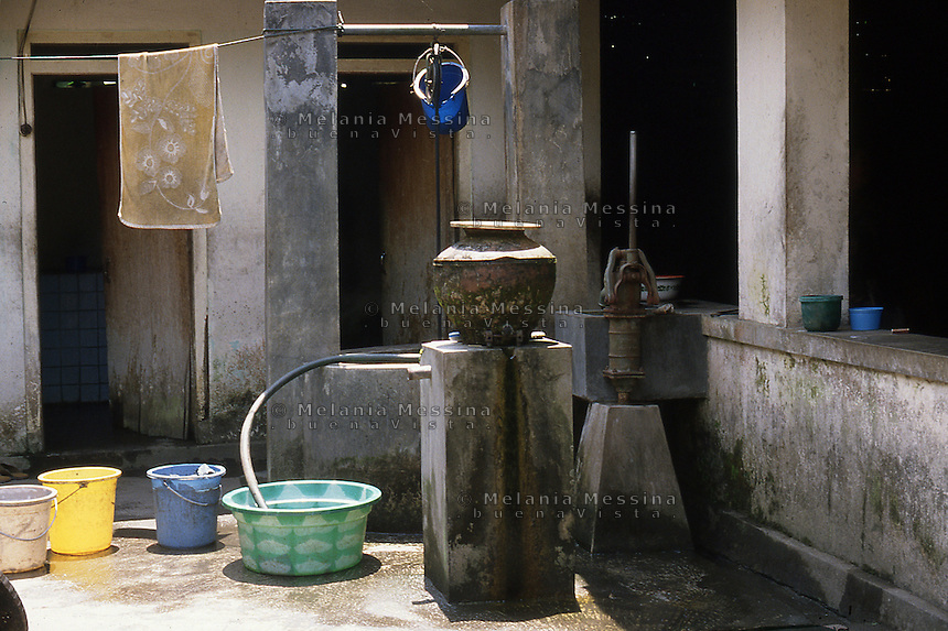 Indonesia, Java island: inner courtyard of a house. Indonesia; Giava: cortile interno in  una casa.