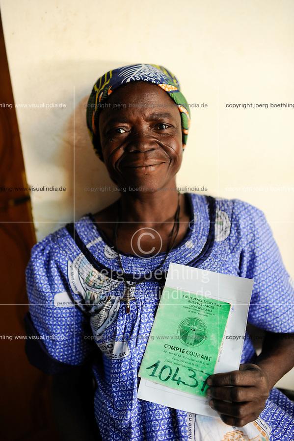 BURKINA FASO Kaya, diocese bank gives micro loan for women as income generation, woman with saving book / BURKINA FASO Kaya, Bank der Dioezese Kaya vergibt Mikrokredite fuer Frauen und Kleinunternehmer zur Einkommensfoerderung, Frau mit Sparbuch