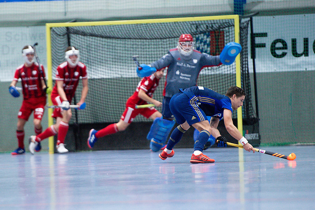 Mannheim, Germany, December 22: During the 1. Bundesliga men indoor hockey match between Mannheimer HC and Nuernberger HTC on December 22, 2019 at Irma-Roechling-Halle, Am Neckarkanal in Mannheim, Germany. Final score 5-2. (Photo by Dirk Markgraf / www.265-images.com) *** Steffen Koenig #1 of Nuernberger HTC, Paul Zmyslony #13 of Mannheimer HC