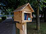 Mobilna biblioteczka - miejski regał książkowy, Krynki, Polska<br /> Mobile bookshop - urban bookshelf, Krynki, Poland