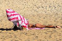 RIO DE JANEIRO, RJ, 31 AGOSTO 2012-CLIMA TEMPO NA CAPITAL FLUMINENSE- Movimentacao praia de Ipanema na tarde desta sexta feira 31 de agosto com ceu azul e muito sol, em Ipanema, zona sul do Rio de Janeiro.(FOTO:MARCELO FONSECA/BRAZIL PHOTO PRESS).