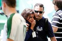 CHAPECÓ, SC, 02.12.2016 – CHAPECOENSE –  Jornalista se emociona  durante a cobertura no estádio Arena Condá na manhã desta sexta-feira (02) sobre o acidente envolvendo o time da chapecoense.  (Foto: Paulo Lisboa/Brazil Photo Press)