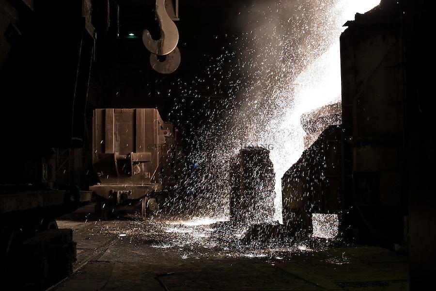 MARIUPOL, Ukraine: cast iron splashing out of he oven. In there, there is more than 180 tons.  <br /> <br /> MARIUPOL, Ukraine: fonte qui d&eacute;borde du four. A l'int&eacute;rieur, il y a plus de 180 tonnes.