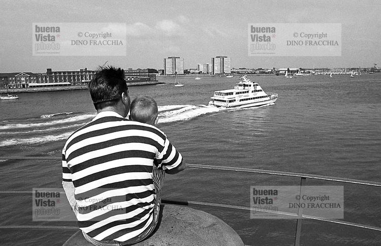 - Great Britain, the Portsmouth  harbour, on the southern coast<br /> <br /> - Gran Bretagna, il porto di  Portsmouth, sulla costa meridionale