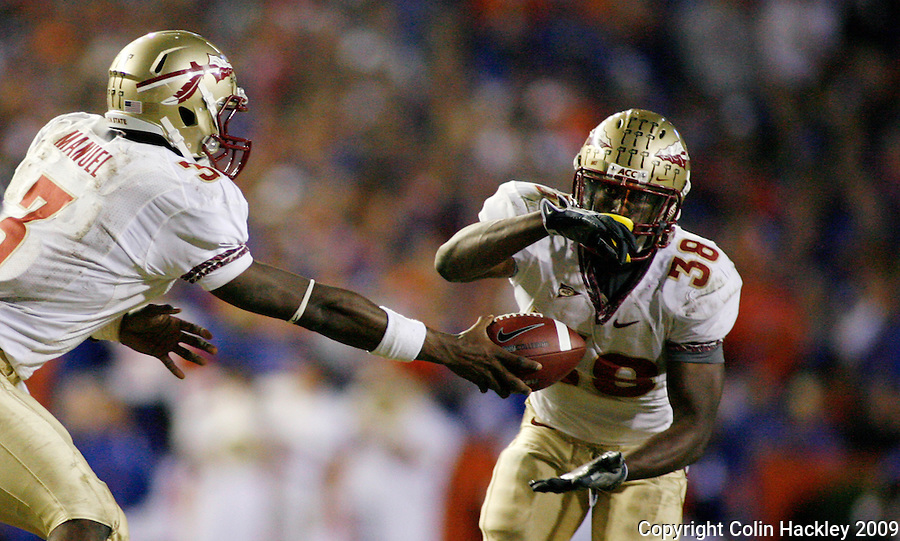GAINESVILLE, FL 11/28/09-FSU-UF FB09 CH30-Florida State's EJ Manuel, left, hands off to Jermaine Thomas during second half action against Florida, Saturday at Florida Field in Gainesville. The Gators beat the Seminoles 37-10..COLIN HACKLEY PHOTO