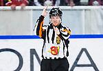 S&ouml;dert&auml;lje 2014-01-06 Ishockey Hockeyallsvenskan S&ouml;dert&auml;lje SK - Malm&ouml; Redhawks :  <br />  domare Daniel Winge  g&ouml;r tecken<br /> (Foto: Kenta J&ouml;nsson) Nyckelord:  portr&auml;tt portrait