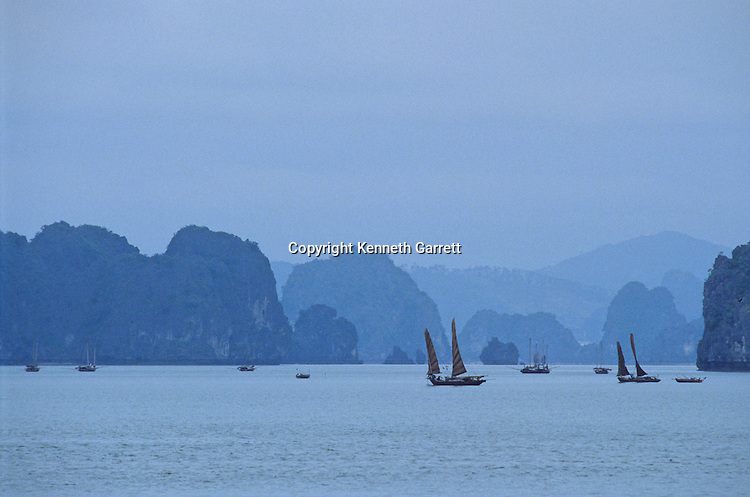 Halong Bay, Ha Long Bay, Vietnam, fishing boats, fishing, UNESCO World Heritage Stite, Vinh Ha Long, karst, islands, daily life, scenic