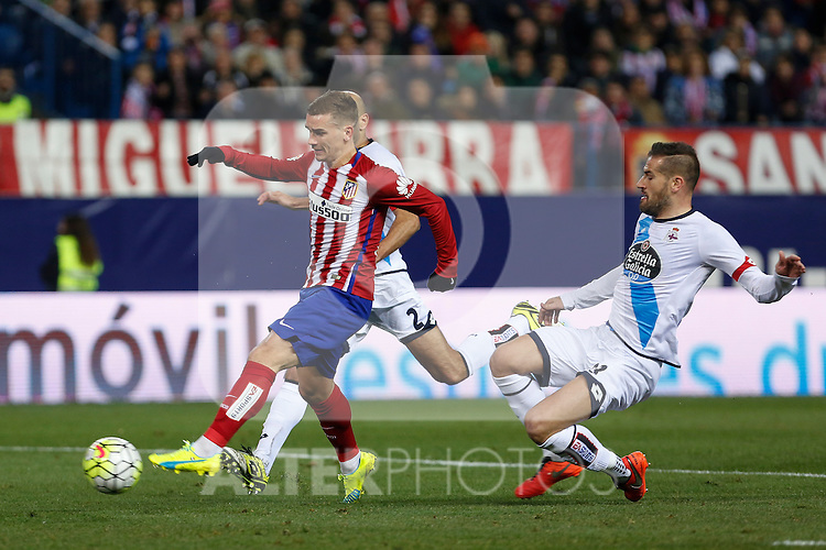Atletico de Madrid´s Antoine Griezmann and Deportivo de la Coruna´s Manuela Pablo and Lopo during 2015-16 La Liga match between Atletico de Madrid and Deportivo de la Coruna at Vicente Calderon stadium in Madrid, Spain. March 12, 2016. (ALTERPHOTOS/Victor Blanco)