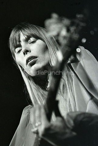 Joni Mitchell performing at Boston University in 1967.<br /> ** NO TABLOIDS / SKIN MAGS ** HIGHER RATES APPLY **<br /> &copy; RTSimon / MediaPunch