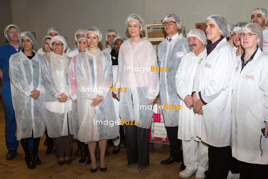 La Reine Mathilde de Belgique lors d'une visite de l&rsquo;entreprise Vanparys, sp&eacute;cialis&eacute;e dans la production des drag&eacute;es et d&acute;autres produits de confiserie. Vanparys c&eacute;l&egrave;bre cette ann&eacute;e son 125e anniversaire. <br /> Belgique, Bruxelles, 2 d&eacute;cembre 2014.<br /> Queen Mathilde of Belgium during a visit at the ' Vanparys ' factory, a  company that produces chocolate and sugar coated confections (i.e. almonds, nuts etc.), but  particularly known for its drag&eacute;es (sugar-coated chocolate and almonds).<br /> Belgium, Brussels, 2 December 2014.