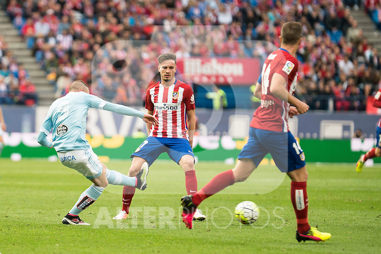 Atletico de Madrid's Koke, Filipe Luis and Saul and Celta de Vigo's Iago Aspas during La Liga Match at Vicente Calderon Stadium in Madrid. May 14, 2016. (ALTERPHOTOS/BorjaB.Hojas)