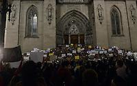 SÃO PAULO,SP, 18 Junho 2013 - Manifestacao em pela reducao do valor das passagem que acontece nesta terca feira 18 na Praca da Se regiao central de Sao Paulo. FOTO ALAN MORICI - BRAZIL FOTO PRESS