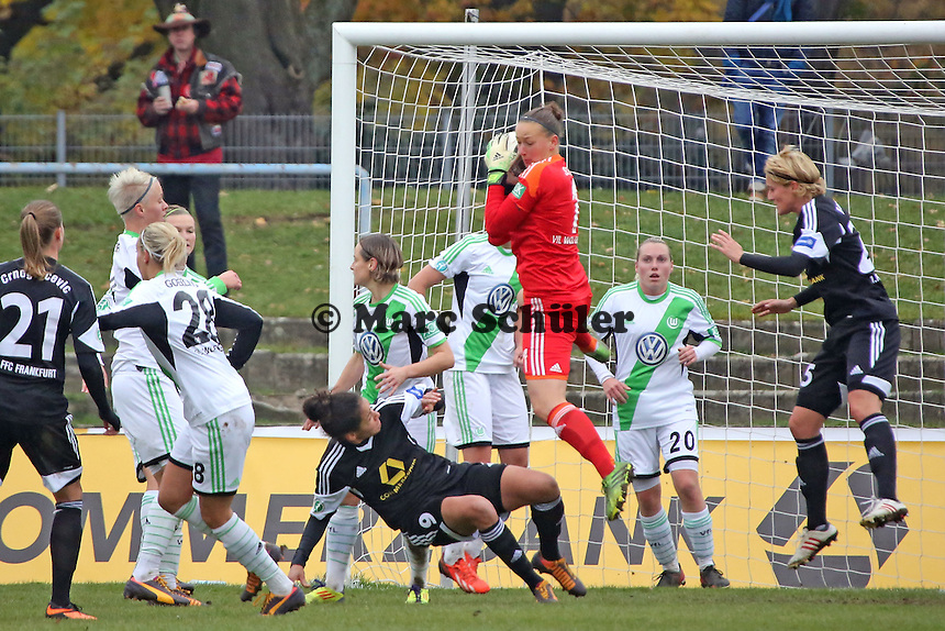 Almut Schult (Wolfsburg) haelt - 1. FFC Frankfurt vs. VfL Wolfsburg, DFB-Pokal