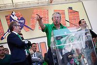 Verona: Umberto Bossi parla durante la manifestazione organizzata dalla Lega Nord per protestare contro l'IMU la tassa sulla casa introdotta dal Governo Monti. Alla sua destra Roberto Maroni