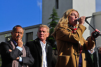 ATENCAO EDITOR FOTO EMBARGADA PARA VEICUO INTERNACIONAL - BUENOS AIRES, ARGENTINA, 25 DE SETEMBRO 2012 - Claudia Rucci durante a 39 º aniversário do assassinato de José Rucci, então secretário-geral da CGT (Confederação dos Sindicatos da Argentina), uma manifestação foi realizada em frente aos Tribunais Federais de Justiça ocorreu para exigir justiça. Rucci demanda da família do crime, um crime político, para ser considerado um crime contra a humanidade. FOTO: PATRICIO MURPHY - BRAZIL PHOTO PRESS.