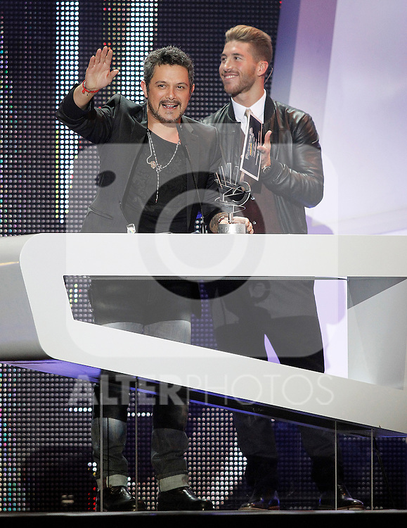 Real Madrid's player Sergio Ramos gives to Alejandro Sanz  the award for best country album during the awards gala '40 Principales 2012'..(Alterphotos/Acero)