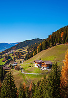 Italien, Suedtirol (Trentino-Alto Adige), Eisacktal, Afers: eine Fraktion der Gemeinde Brixen oberhalb der Stadt und unterhalb der Plose gelegen | Italy, South Tyrol (Trentino-Alto Adige), Afers: district of  Bressanone underneath Plose mountain
