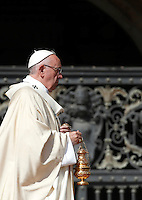 Papa Francesco celebra la messa per la canonizzazione di Madre Teresa di Calcutta in Piazza San Pietro, Citta' del Vaticano, 4 settembre 2016.<br /> Pope Francis celebrates a mass for the canonization of Mother Teresa in St. Peter's Square at the Vatican, 4 September 2016.<br /> <br /> UPDATE IMAGES PRESS/Isabella Bonotto<br /> <br /> STRICTLY ONLY FOR EDITORIAL USE