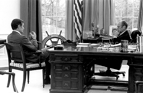 United States President Gerald R. Ford meets with Central Intelligence Agency (C.I.A.) Director-designate George H.W. Bush in the Oval Office at the White House in Washington, D.C. on December 17, 1975.  <br /> Mandatory Credit: David Hume Kennerly / White House via CNP