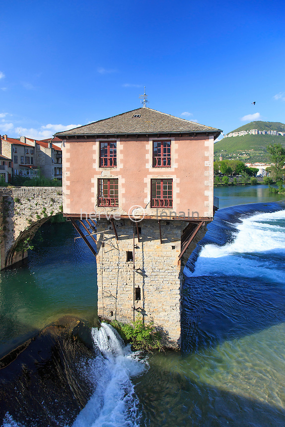 France, Aveyron (12), Millau, le vieux moulin et le Pont-Vieux sur le Tarn // France, Aveyron, Millau, the old mill and the Pont Vieux over the Tarn