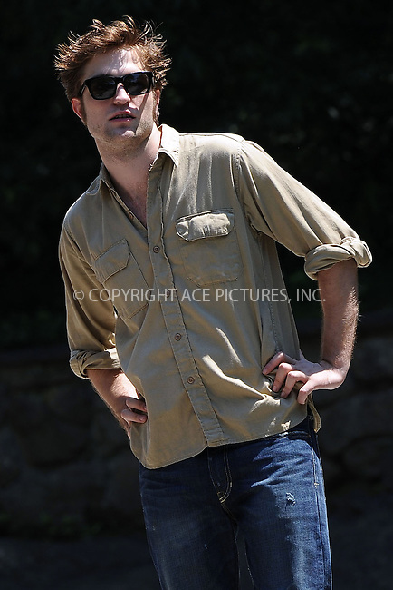 WWW.ACEPIXS.COM . . . . . ....June 30 2009, New York City....Actor Robert Pattinson was on the Central Park set of the new movie 'Remember me' on June 30 2009 in New York City....Please byline: KRISTIN CALLAHAN - ACEPIXS.COM.. . . . . . ..Ace Pictures, Inc:  ..tel: (212) 243 8787 or (646) 769 0430..e-mail: info@acepixs.com..web: http://www.acepixs.com