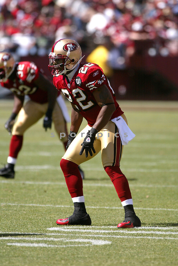 NATE CLEMENTS, of the San Francisco 49ers, in action during the  49ers game against the  Arizona Cardinals  on September 7, 2008 in San Francisco, California...The San Francisco 49ers win 23-13