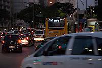 SÃO PAULO - SP - 12,08,2014 - TRÂNSITO CAPITAL/SP - O motorista encontra lentidão na Avenida Faria Lima sentido Juscelino Kubitschek. Região oeste da cidade de São Paulo,nessa terça-feira,12 (Foto:Kevin David/Brazil Photo Pres)