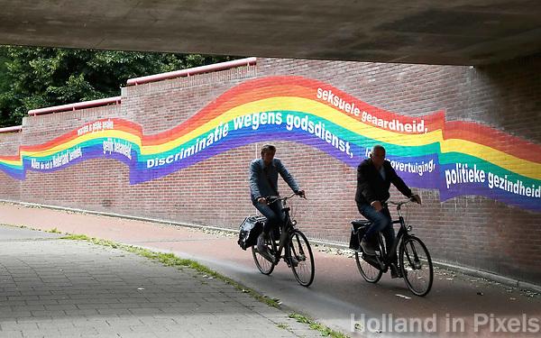Nederland Purmerend  22 juni  2018. Tunneltje onder het spoor. Regenboog tegen discriminatie.  Foto Berlinda van Dam Hollandse Hioogte