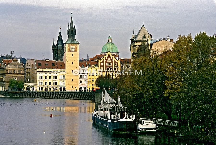 Rio Elba em Praga, República Tcheca. 2000. Foto de Ricardo Azoury.