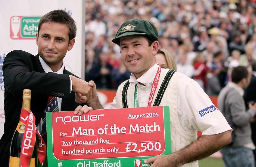 Photo: Peter Phillips..England v Australia. nPower Test Match Series, The Ashes 3rd Test. 14/08/2005..Ricky Ponting with his man of the match cheque and medallion