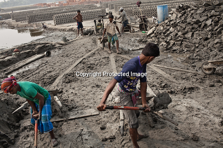 Local villagers from the Chowduli class seen working at a local brick kiln in Kuliadanga village of North 24 Parganas in West Bengal, India. Photo: Sanjit Das/Panos for The Wall Street Journal. Slug: ICASTE