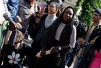 Roma, 5 Maggio 2017<br /> ragazza ferita con dito reciso drante il fronteggiamento con la polizia che impediva ai manifestanti di entrare negli uffici.<br /> Movimenti per il diritto all'abitare assediano l'assessorato alle politiche sociali, contro I nuovi decreti governativi sulla sicurezza urbana e sui migranti .