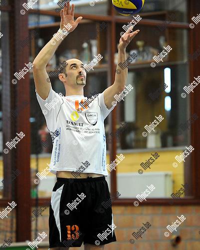 2013-09-28 / Volleybal / seizoen 2013-2014 / VC Herenthout / Steven Van Gorp<br /><br />Foto: Mpics.be