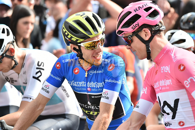 New race leader Chris Froome (GBR) Team Sky wearing the Maglia Rosa and Simon Yates (GBR) Mitchelton-Scott wearing the Maglia Azzurra lined up for the start of Stage 20 of the 2018 Giro d'Italia, running 214km from Susa to Cervinia is the final mountain stage, with the last three climbs of Giro 101 deciding the GC of the Corsa Rosa, Italy. 26th May 2018.<br /> Picture: LaPresse/Massimo Paolone | Cyclefile<br /> <br /> <br /> All photos usage must carry mandatory copyright credit (© Cyclefile | LaPresse/Massimo Paolone)