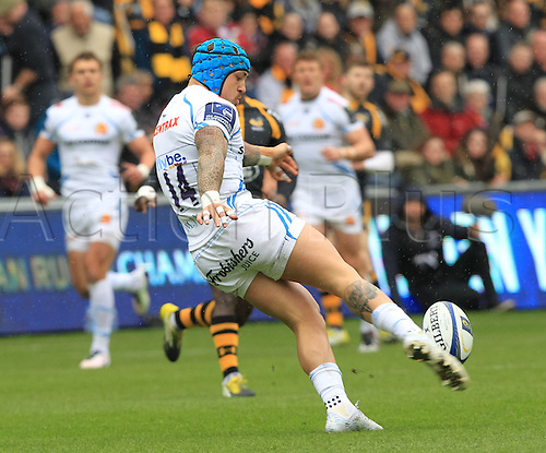 09.04.2016. Ricoh Arena, Coventry, England. European Champions Cup. Wasps versus Exeter Chiefs.  Extents winger Jack Nowell kicks for position.