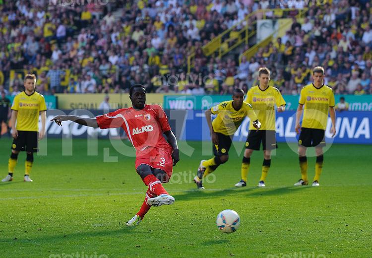Fussball Bundesliga Saison 2011/2012 8. Spieltag Borussia Dortmund - FC Augsburg Gibril SANKOH (Augsburg) verschiesst den Strafstoss gegen Roman WEIDENFELLER (BVB).