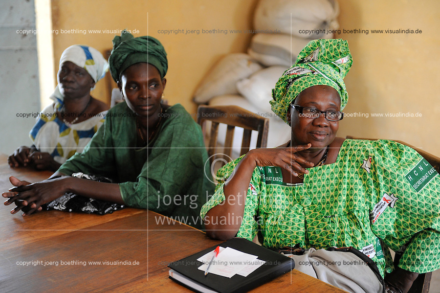 "Westafrika Mali Rathaus im Dorf Siby , Kandidatinnen fuer Kommunalwahl in einer Versammlung - Demokratie Wahl Dezentralisierung | .Africa Mali village Siby - women , who want candidate for the village election, in meeting  .| [ copyright (c) Joerg Boethling / agenda , Veroeffentlichung nur gegen Honorar und Belegexemplar an / publication only with royalties and copy to:  agenda PG   Rothestr. 66   Germany D-22765 Hamburg   ph. ++49 40 391 907 14   e-mail: boethling@agenda-fototext.de   www.agenda-fototext.de   Bank: Hamburger Sparkasse  BLZ 200 505 50  Kto. 1281 120 178   IBAN: DE96 2005 0550 1281 1201 78   BIC: ""HASPDEHH"" ,  WEITERE MOTIVE ZU DIESEM THEMA SIND VORHANDEN!! MORE PICTURES ON THIS SUBJECT AVAILABLE!! ] [#0,26,121#]"