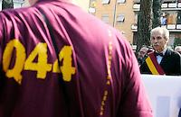 Roma, 17 Aprile 2011Quadraro 67° anniversarioDeposizione di corone in Largo dei Quintili e nel parco 17 Aprile per ricordare il rastrellamento del 17 Aprile 1944 e la deportazione di  947 uomini da parte dei nazifascisti..Intervengono il Presidente del Municipio VI Gianmarco Palmieri e il Presidente del Municipio X Sandro Medici e rappresentanti di comune ('assessore alle Politiche educative, Gianluigi De Palo)  , provincia e regione.Nella foto Sandro Medici presidente municipio X