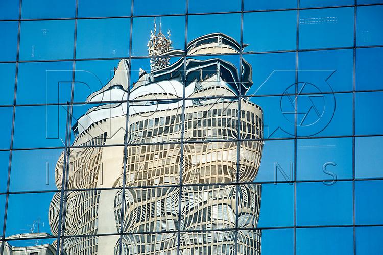 Reflexo do Edifício Itália, São Paulo - SP, 07/2016.