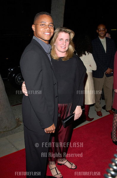 Actor CUBA GOODING JR. & wife at the Los Angeles premiere of his new movie Men of Honor. .01NOV2000.  © Paul Smith / Featureflash