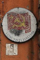Roma.il simbolo del pci all'ingresso di una sezione di quartiere.Rome, the pci emblem at the district section entrance.