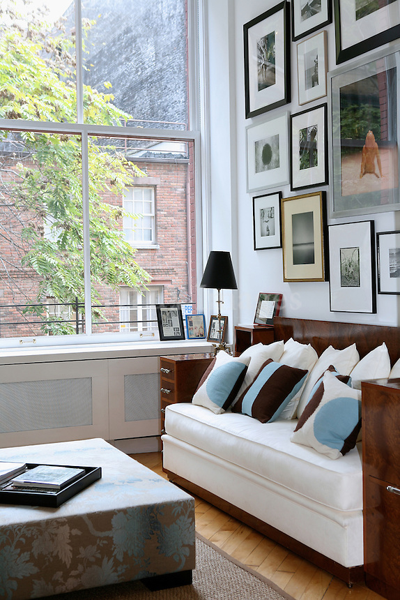 HOSTETLER..The American writer Sue Hostetler resides in a loft in New York with her husband John Diamond. Valerie Pasquiou decorated the house so as to become a comfortable and friendly place to live in. ..