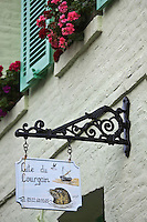 Europe/France/Picardie/80/Somme/Baie de Somme/ Saint-Valéry-sur-Somme: Dètail enseigne d'un Gite représentant les phoques de la baie de Somme