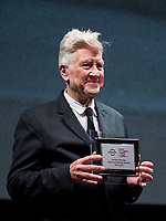 Il regista statunitense David Lynch posa con il Premio alla Carriera durante la Festa del Cinema di Roma, 4 novembre 2017.<br /> US director David Lynch poses with the Lifetime Achievement Award at the International Rome Film Festival. Rome November 4, 2017.<br /> Stefano Costantino / POOL<br /> UPDATE IMAGES PRESS