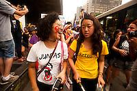 SÃO PAULO,SP, 12.11.2015 - PROTESTO -SP - Mulheres se reúnem no vão livre do Museu de Arte de São Paulo (Masp), na Avenida Paulista, na tarde desta quinta-feira (12), para protestar contra o Projeto de Lei que dificulta o aborto legal em caso de estupro. De autoria do deputado Eduardo Cunha (PMDB- RJ), o PL 5069/13 condiciona a permissão da interrupção da gravidez à comprovação de um exame de corpo de delito e um comunicado à autoridade policial. (Foto: Gabriel Soares/Brazil Photo Press)