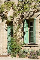 Europe/France/Languedoc-Roussillon/30/Gard / Saint-Quentin-la-Poterie: détail d'une  maison du village