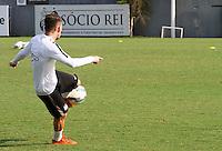 SANTOS, SP, 18.11.2015 - FUTEBOL-SANTOS - Lucas Lima do Santos durante sessão de treinamento no Centro de Treinamento Rei Pelé nesta quarta-feira, 18. (Foto: Flavio Hopp / Brazil Photo Press)