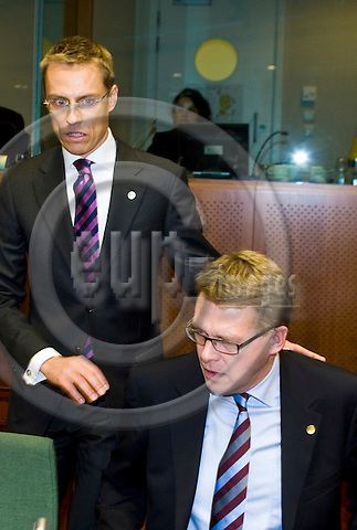 BRUSSELS - BELGIUM - 15 OCTOBER 2008 --  EU-Summit hosted by the French Presidency. -- Alexander STUBB (Le), Minister of Foreign Affairs of Finland and Matti VANHANEN, Prime Minister of Finland. -- PHOTO: JUHA ROININEN / EUP-IMAGES